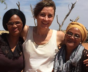 kalahariørkenen med to kvinder